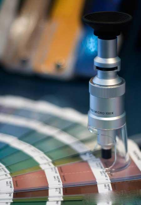 Спектрофотометры используются для установки цветов для печати и тканей.