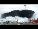 Корабли на полной скорости врезаются в берег, причалы, дома.Ships at full speed crash into the shore