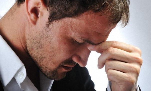"""14 способов быстро снять стресс. 1. Расческа. В течение рабочего дня, проведенного перед монитором, мимическая мускулатура так напрягается, что голова становится тяжелой и начинает болеть. Один из способов избежать стресса – расчесывание волос в течение 10-15 минут. Эта процедура помогает """"разогнать"""" кровь и расслабить мышцы. 2. Съесть мороженое. Вкусная еда – эффективный антистрессовый допинг. Сохранить хорошее настроение, снять стресс помогает жирная рыба, в которой содержатся кислоты…"""