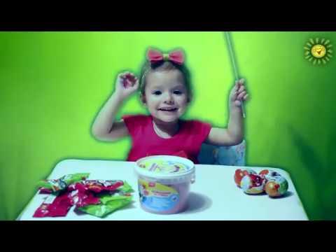 Настя открывает киндер сюрпризы Angry Birds и Маша и медведь Nastya opens kinder surprises