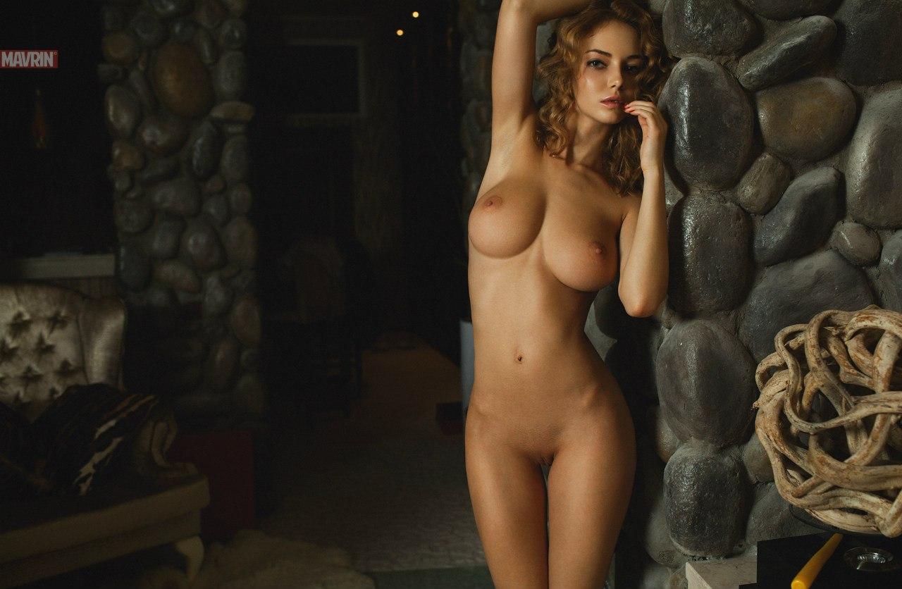 фото женской груди с темными сосками