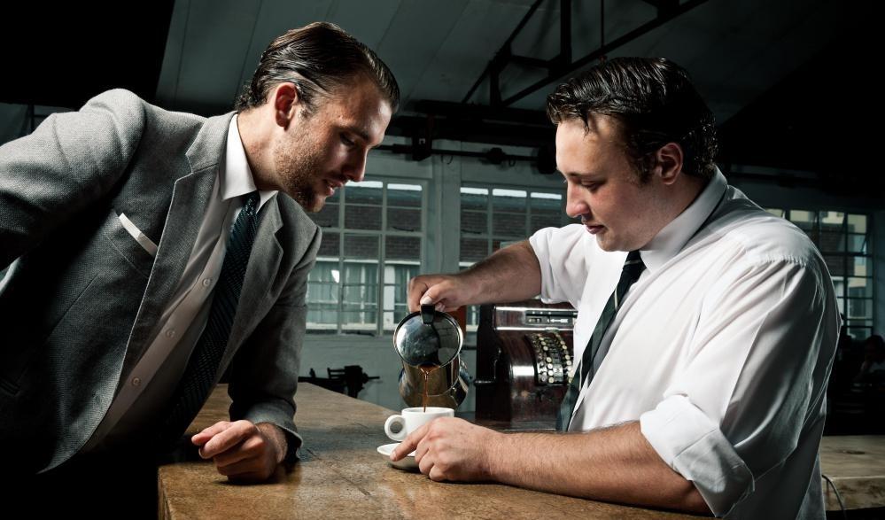 Локальные кофейные магазины обычно имеют больший контроль над предложениями своих продуктов, чем те, которые являются частью национальных сетей.