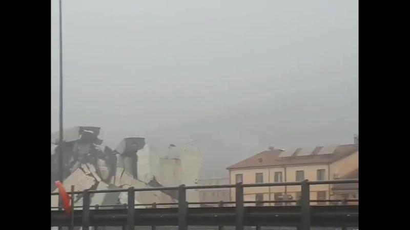 Disastro_a_Genova_Crolla_il_ponte