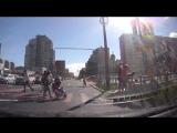 В Петербурге дорожный знак отправил в нокдаун женщину-пешехода
