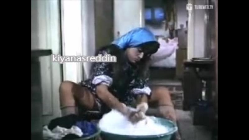 Melike zobu baldır bacak meydanda çamaşır yıkıyor-kilot frikik