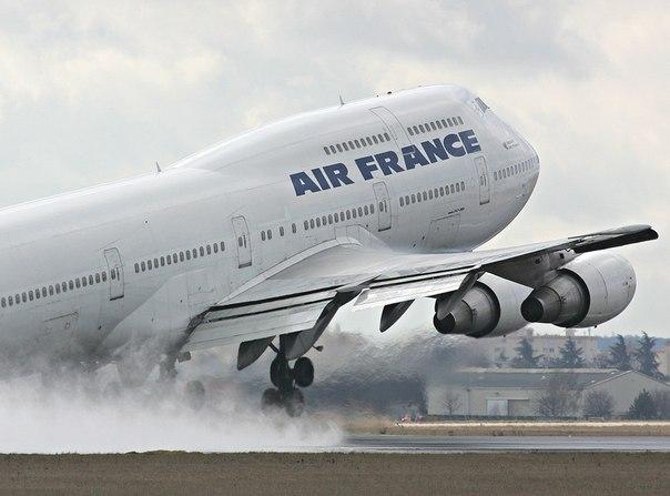 Самый длинный пассажирский самолет в мире, Boeing 747. Первый в мире дальнемагистральный двухпалубный...