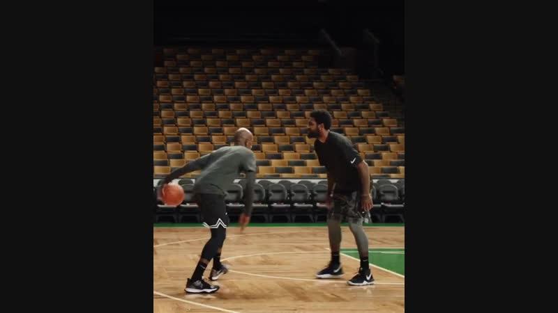 Кайри Ирвинг и отец играют в баскетбол на TD Garden. Nike JustToIt