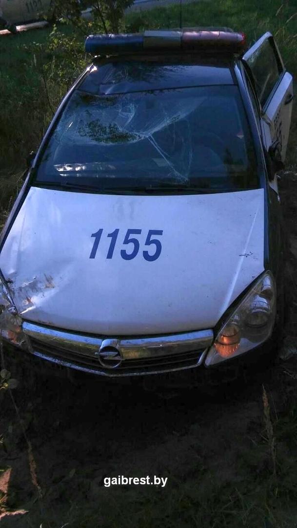 В результате разгерметизации колеса поврежден служебный автомобиль ГАИ