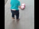 Самая любимая,играеться машынкой