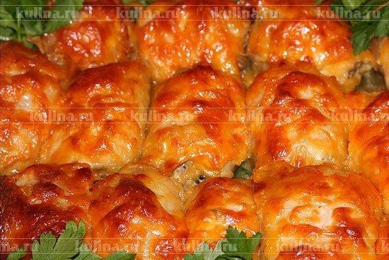 Куриные рулетики с шампиньонами под сыром Ингредиенты: бескостные куриные