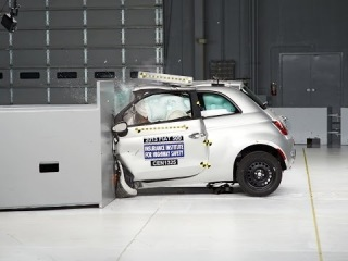 2013 Fiat 500 small overlap IIHS crash test