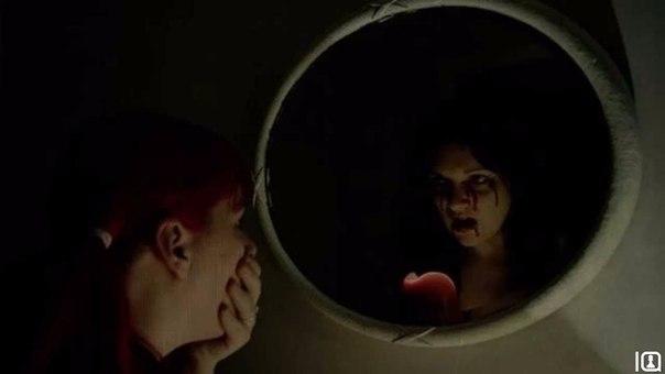 Если вы будете смотреть в зеркало при низкой освещённости некоторое время, ваш м...