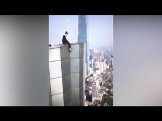 Руфер из Китая, упавший с 62-го этажа, заснял свою гибель.