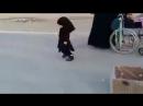 служение шиитского ребёнка для пилигримов имама Хусейна ❤️🌺