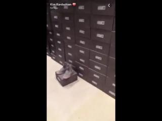 Ким Кардашьян показала в Snapchat следующие Yeezy Boost [Рифмы и Панчи]
