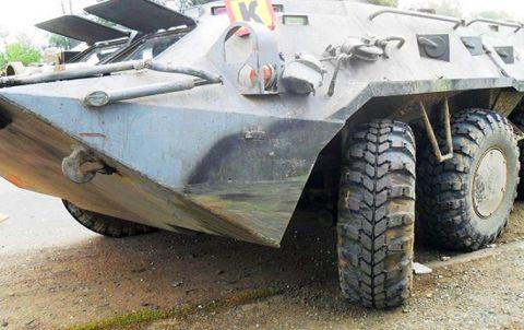 под Таганрогом БТР раздавил ВАЗ-2107 с людьми