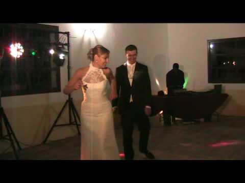 Valentin top´s-novios bailando el chiki chiki elenaelias-chacon catering-san lucar..