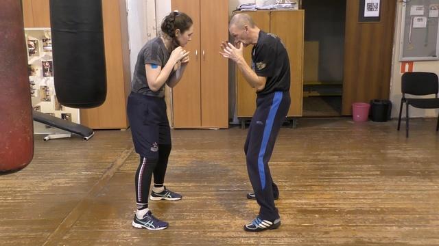 Бокс: координационное упражение - работа корпусом в ближнем бою