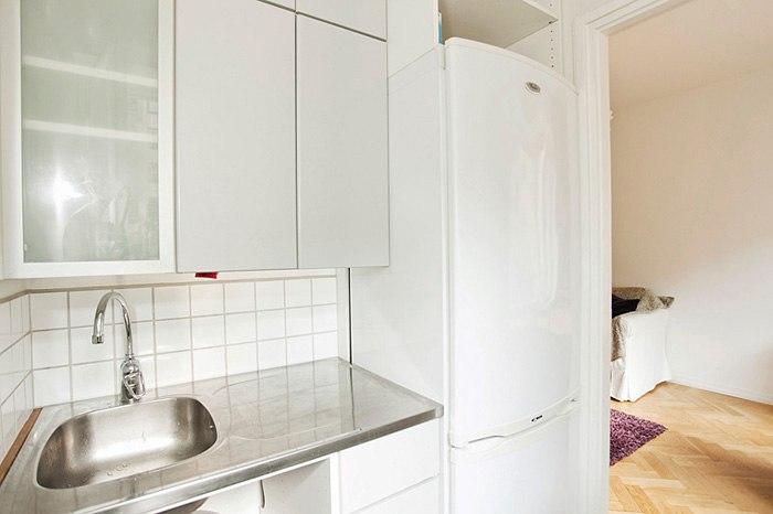 Студия 25 м с мини-кухней и кроватью-гардеробом.