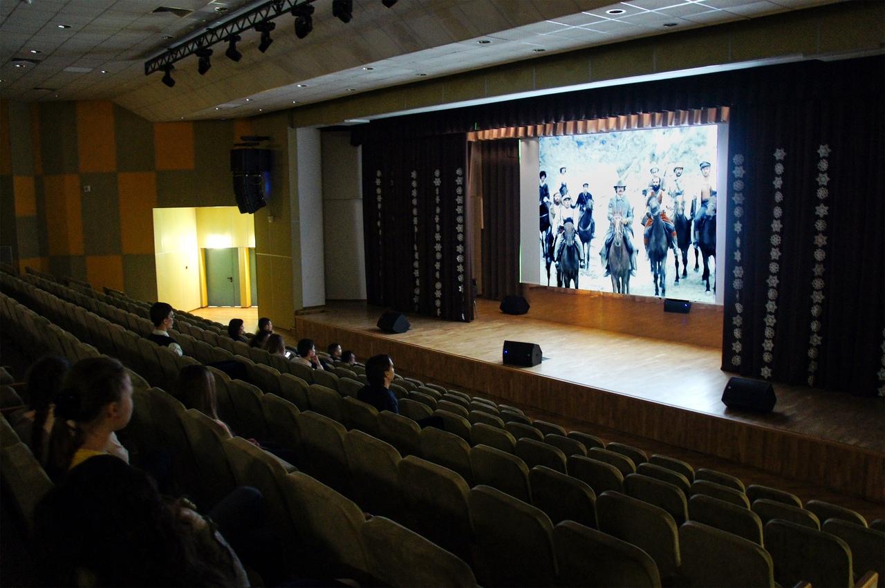 Открытый кинопоказ провели в школе № 2048 района Некрасовка
