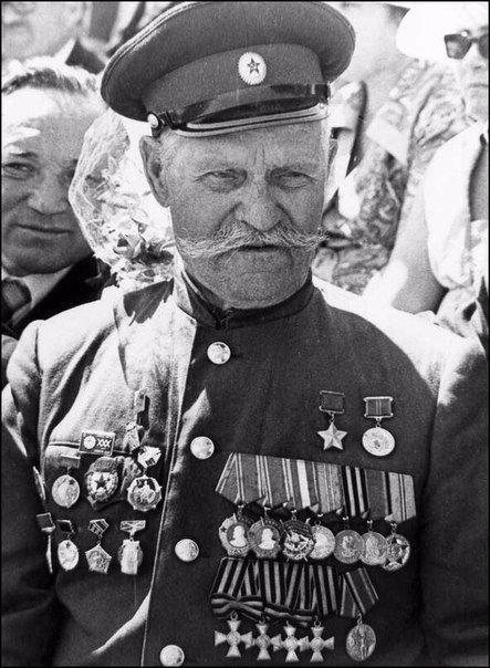Казак Константин Недорубов, за первую мировую ставший полным Георгиевским кавале...