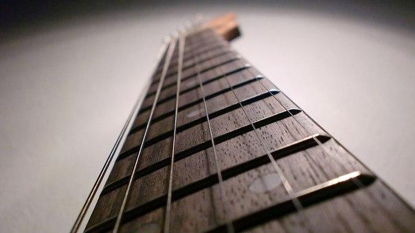 Пять способов выучить расположение нот на грифе гитары Найти свой способ освоения грифа гитары очень важно. Это поможет Вам в гитарной импровизации, чтении нот с листа, понимании аккордов и т.д.