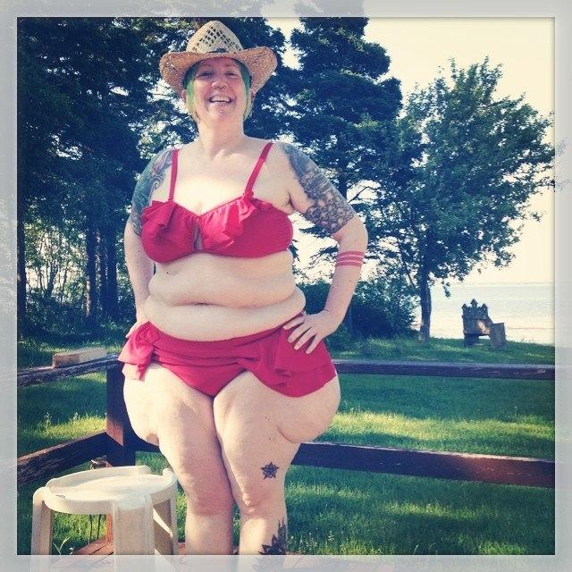 Колготках раздвинула фото полных девушек блондинок в купальнике красавицы танке