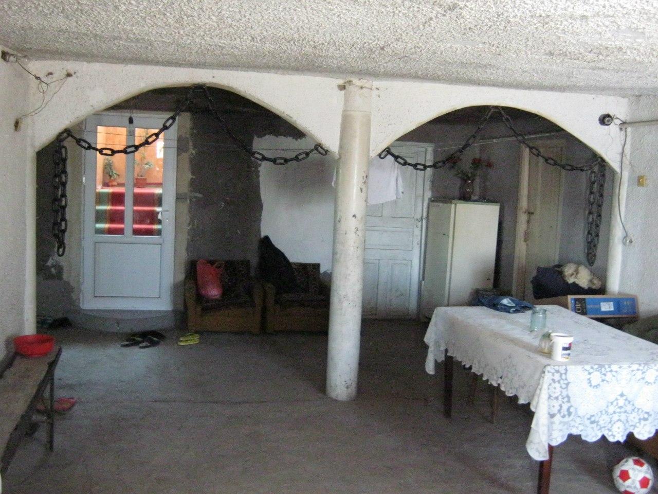 В гостях в доме с цепями в армянском селе Хндзореск