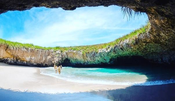 Одно из самых красивых мест на Земле. Скрытый пляж. Остров Мариета, Мексика.