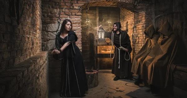 Если современной Даме попасть во времена Инквизиции...