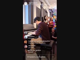 Прямая трансляция: Рокко играет на пианино