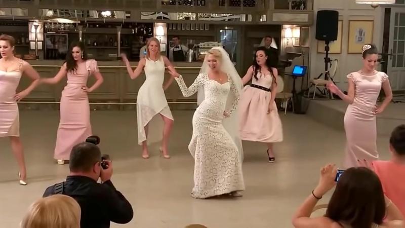 Крутой танец невесты и подружек. Супер п... свадьбу. (720p).mp4