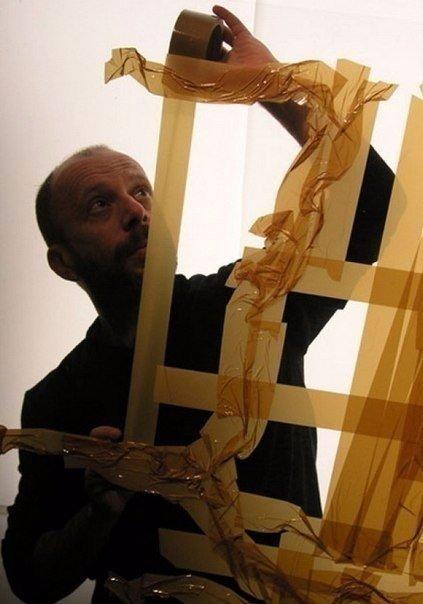 Портрет, нарисованный скотчем: необычные картины Макса Зорна Иногда скотч - это всего лишь скотч, годный только для заклеивания коробок. С этим утверждением в корне не согласен автор необычных