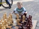 Летом мы продолжаем работать, и если вы ещё не были в нашей шахматной школе — самое время попробовать приобщить ребёнка к шахмат