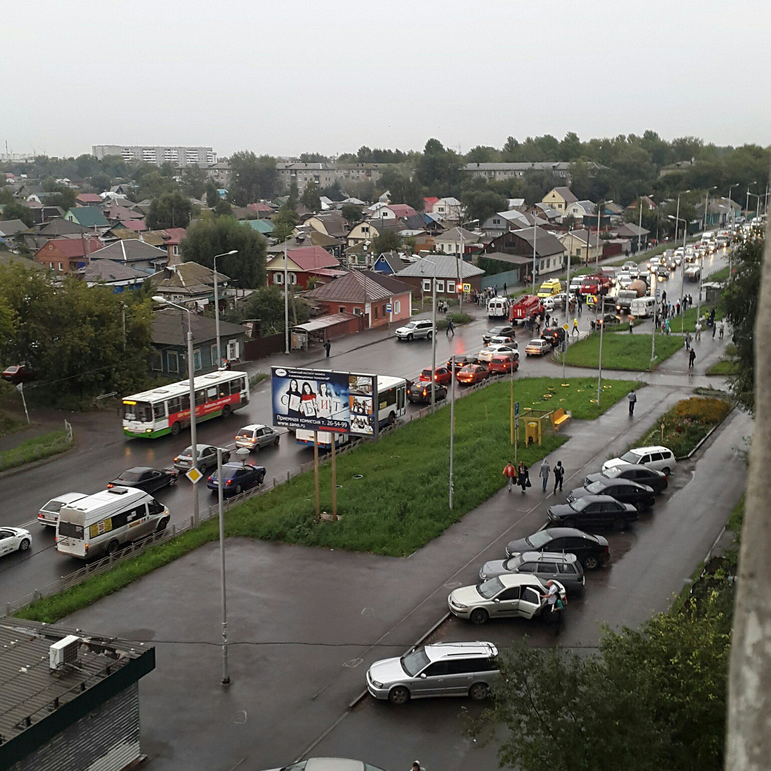 ДТП счетырьмя автомобилями навстречке вОмске попало навидео
