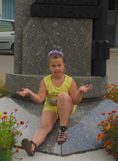 Полина Медведева, 14 апреля 1999, Брянск, id219302788