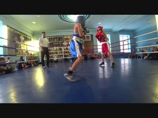 В синим углу ринга боксирует Заннятов Руслан