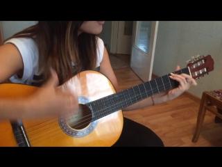 Нарощенные ногти , гитара 😐 ничего лишнего 😂 Невероятно, но факт