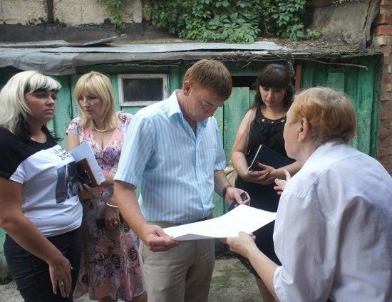 Информационная группа рассказывает об условиях программ отселения из аварийного жилья