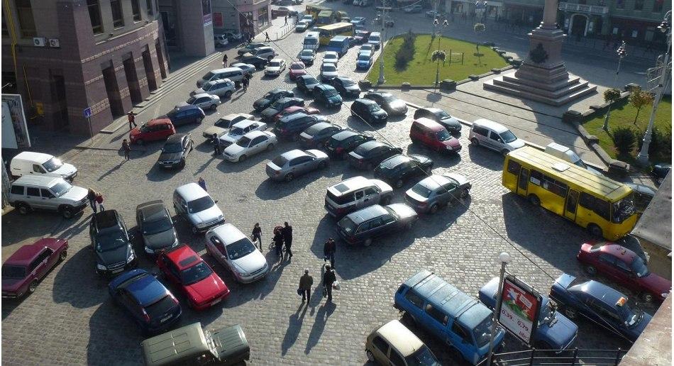 Пішохідна зона - велосипеди - паркування - затори