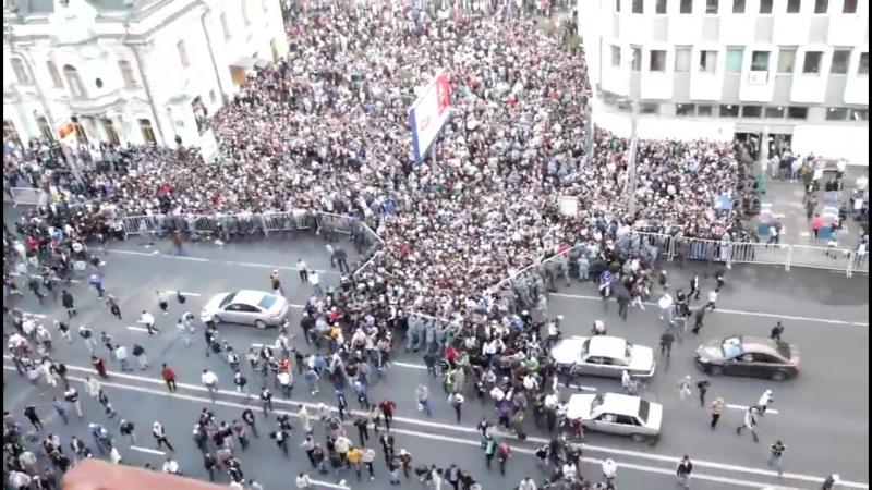 Нет вы там не подумайте ничего такого Не революция и не митинг Праздник мусульман в Москве Прорыв отцепления