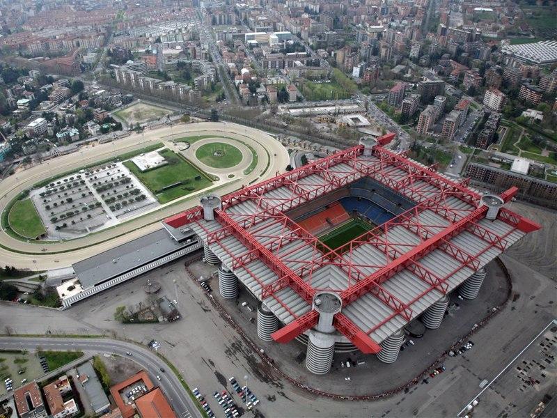 Стадион Джузеппе Меацца (Stadio Giuseppe Meazza). Милан, Италия.