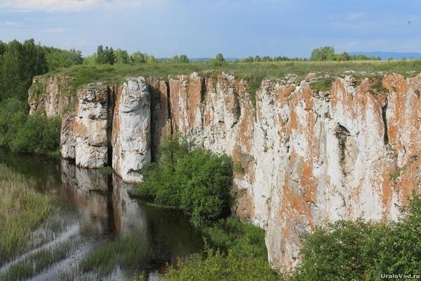 Загадки Южного Урала Мало кто знает, что в Челябинской области есть, например, гигантский каньон для охоты на мамонтов и даже ворота в другое измерение. Сегодня с регионом ассоциируются не так