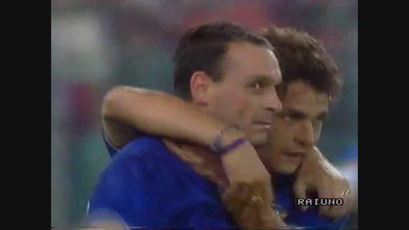 ЧМ-1990. Сальваторе Скиллачи (Италия) - мяч в ворота Ирландии
