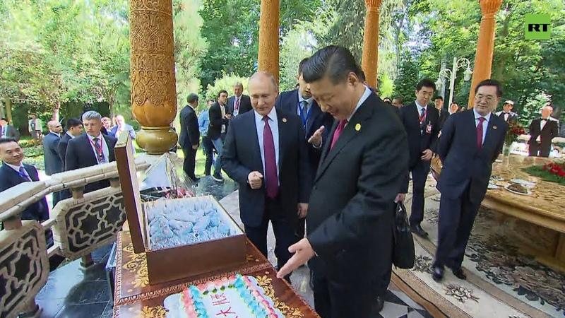 Российское мороженое ваза и торт Путин поздравил Си Цзиньпина c днём рождения