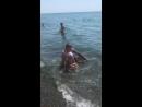Вот так мы любим купаться,когда волны захлёстывают😁