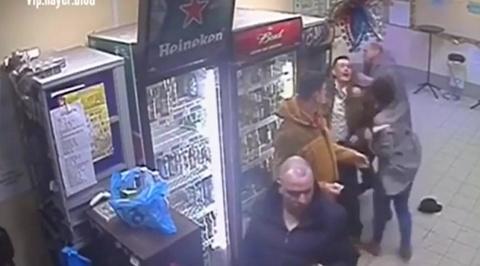 Продавщица нейтрализовавшая буйного покупателя взорвала соцсети