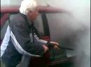 Senelis plauna automobilį :D (Lievas.Lt)