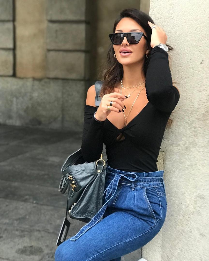 Hot latina dido herself to orgasm