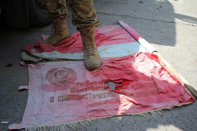 """Бійці """"Азову"""" похвалилися """"подарунками"""", які залишили росіяни у Широкиному - фото 1"""